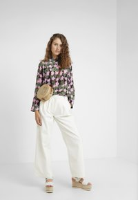 Lovechild - LULAS PANT - Flared Jeans - white - 1