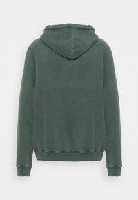 oftt - HEAVYWEIGHT HOODED RAGLAN - Huppari - fade out green - 6