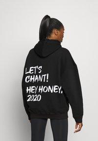 Hey Honey - HOODIE CHANT BLACK - Bluza z kapturem - black - 0