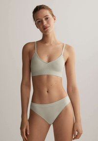 OYSHO - SEAMLESS LOOP - Triangle bra - green - 1