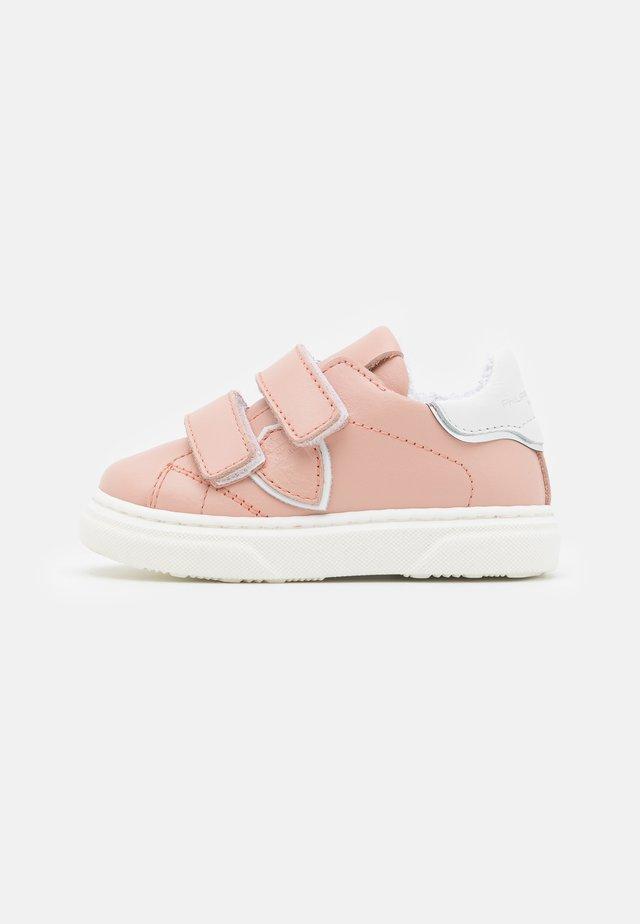 Matalavartiset tennarit - light pink