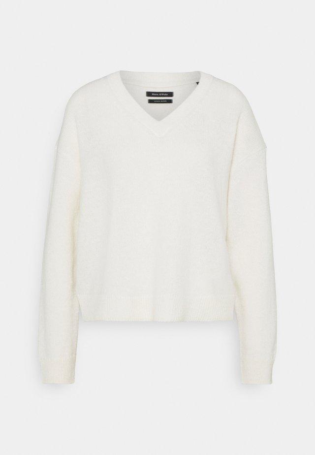 LONGSLEEVE V NECK CROPP - Sweter - natural white