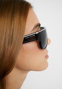 Marc Jacobs - Sonnenbrille - black - 3