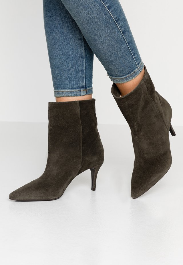 Classic ankle boots - army green
