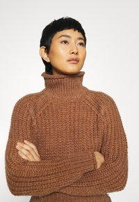 Third Form - OWN BEAT CHUNKY TURTLENECK - Jumper - nutmeg - 3