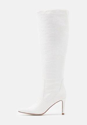 TRIBUTE - Botas de tacón - white