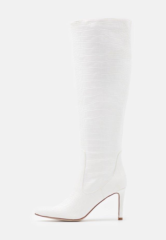 TRIBUTE - Kozačky na vysokém podpatku - white