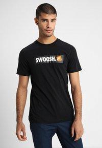 Nike Sportswear - Triko spotiskem - black/white - 0