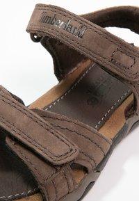 Timberland - OAK BLUFFS - Sandals - dark brown - 5