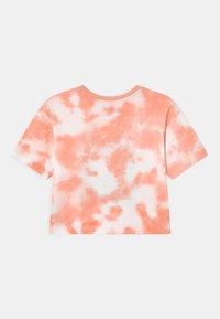 Jordan - GIRL TIE DYE BOXY - T-shirt imprimé - arctic orange - 1