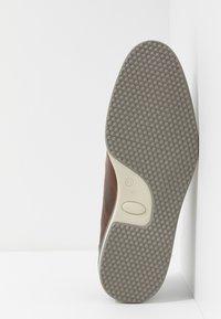 Bullboxer - Sznurowane obuwie sportowe - brown - 4