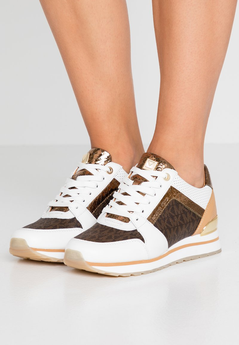 MICHAEL Michael Kors - BILLIE TRAINER - Sneakersy niskie - optic white/brown
