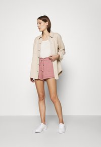 Abercrombie & Fitch - PAPERBAG SUM LEOPARD  - Shorts - rose - 1