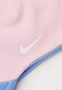 Nike Sportswear - BABY TRAPPER SET - Čepice - pink - 4