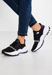Calvin Klein Jeans - TALULA - Matalavartiset tennarit - black - 0