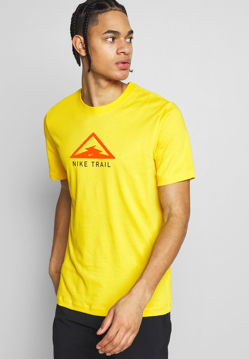 Nike Performance - DRY TEE TRAIL - Camiseta estampada - speed yellow