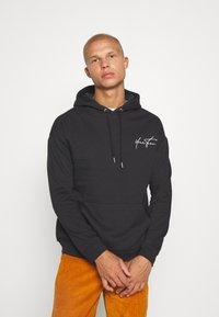 YOURTURN - BOLD SCRIPT HOODIE UNISEX - Sweatshirt - black - 2