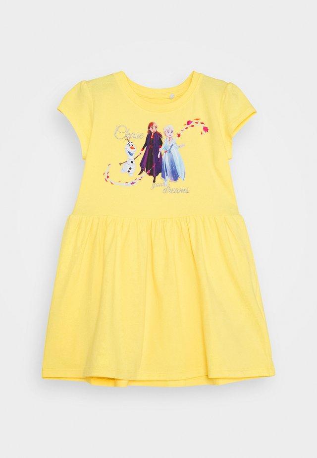 NKMFROZEN JANNIE DRESS - Žerzejové šaty - yellow