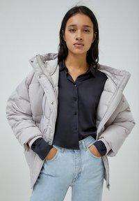 PULL&BEAR - Down jacket - grey - 5
