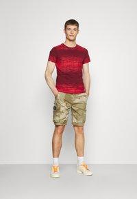 Schott - TROLIMPO - Shorts - beige - 1