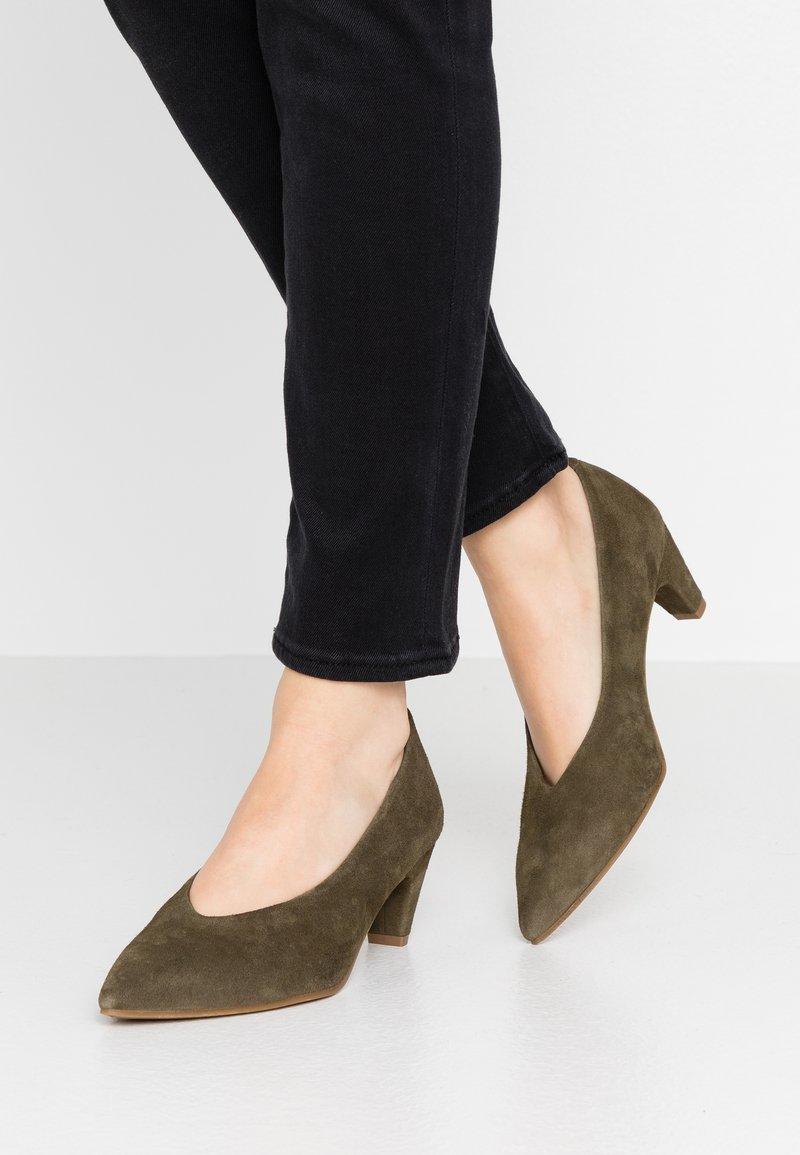 Pedro Miralles - Classic heels - amalfi kaki