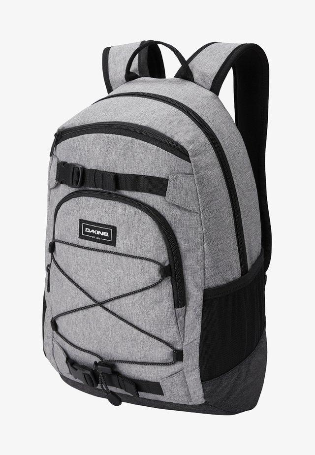 Skoletasker - greyscale