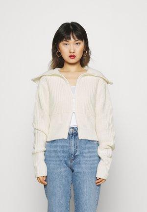 PEYTON - Vest - warm white