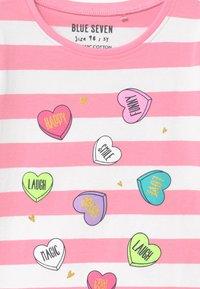 Blue Seven - SMALL GIRLS STRIPE HEART - Triko spotiskem - azalee - 2
