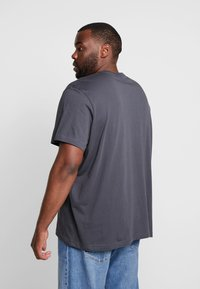 Lacoste - T-shirt basic - graphite - 2