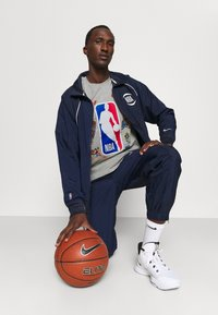 Outerstuff - NBA SPACE JAM 2 SQUAD UP TEE - Print T-shirt - grey - 3