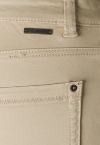 Esprit - MR CAPRI - Pantaloni - light beige - 2