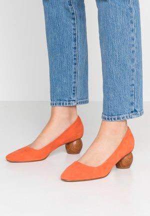 Czółenka - orange