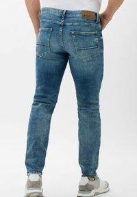 BRAX - STYLE CHRIS - Slim fit jeans - vintage blue used - 2