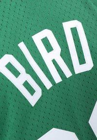 Mitchell & Ness - NBA BOSTON CELTICS LARRY BIRD SWINGMAN - Débardeur - grün/weiß - 4