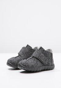 Superfit - HAPPY - Domácí obuv - schwarz - 2