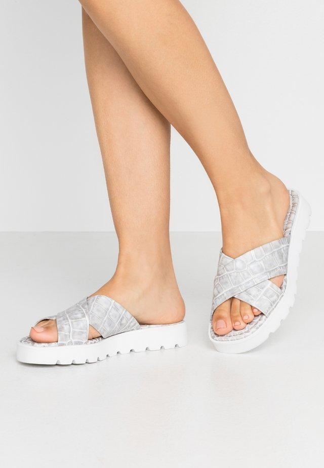 LEE  - Sandaler - grey/weiß
