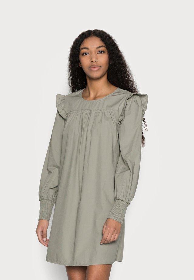 PCGERALDINE DRESS - Sukienka letnia - shadow