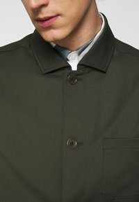 Filippa K - LOUIS GARBADINE - Summer jacket - moss green - 5