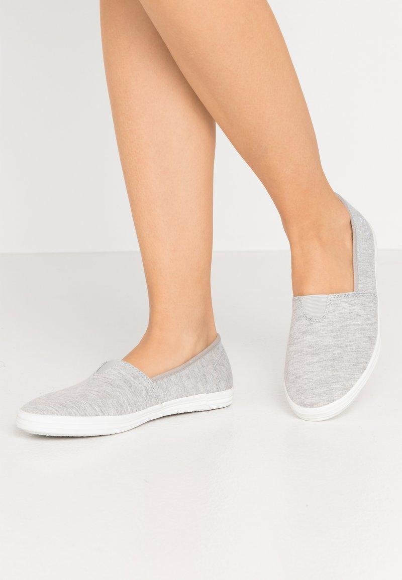 TOM TAILOR - Scarpe senza lacci - light grey