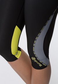 Skins - DNAMIC - 3/4 sports trousers - black/limoncello - 5