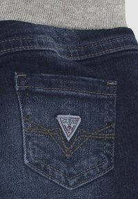 Guess - PULL ON PANTS BABY - Slim fit jeans - darker baby wash - 2