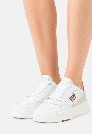 YINSY - Sneakers laag - white
