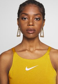 Nike Sportswear - TANK UP IN AIR - Toppi - saffron quartz/white - 3