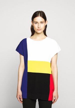 PIXEL - T-shirt z nadrukiem - white/black/red