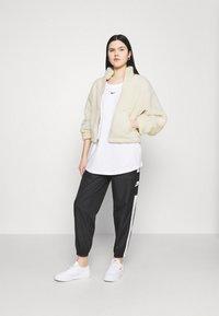 Nike Sportswear - Vinterjakke - fossil - 1