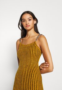 The Ragged Priest - SHACKLE - Shift dress - dark yellow - 3