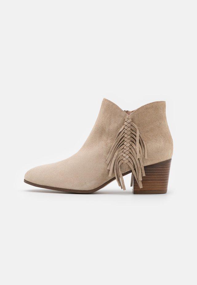 ADELA - Kotníková obuv - sable
