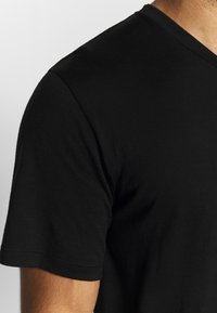Icebreaker - RAVYN - T-shirts - black - 4
