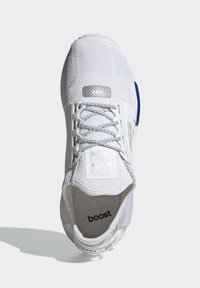 adidas Originals - NMD_R1.V2 ORIGINALS BOOST - Trainers - white - 2