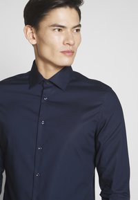 Seidensticker - BUSINESS KENT - Formal shirt - dark blue - 5